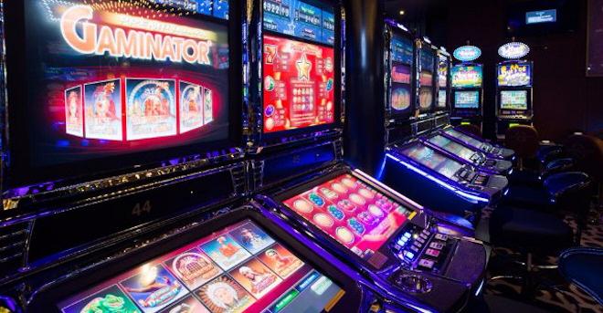 Автомат под грифом «16+» в казино Вулкан Неон