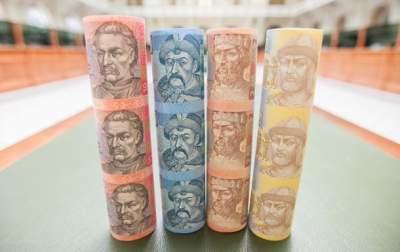 Гривна лидирует среди мировых валют по укреплению