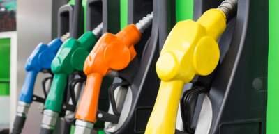 В крупных сетях АЗС бензин и дизельное топливо подешевели