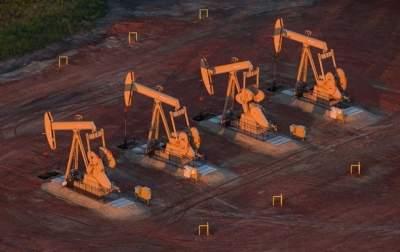 Цены на нефть эталонных марок резко упали