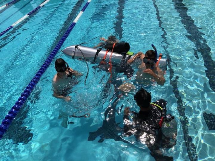 Илон Маск создал подводную лодку из трубы от ракеты