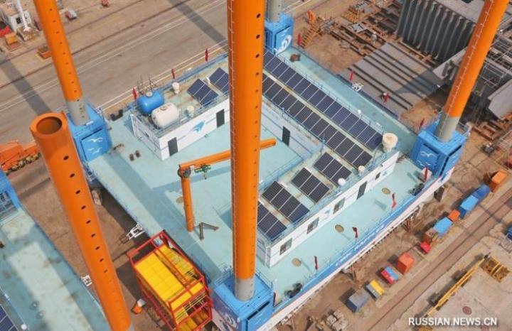 Китайцы показали три морские платформы-фермы самоподъемного типа (фото)