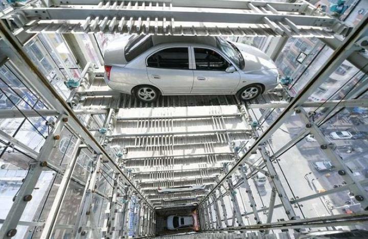 Китайцы построили самый высокий паркинг в мире (фото)