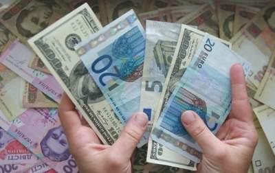 Украинцы все больше переводят денег домой