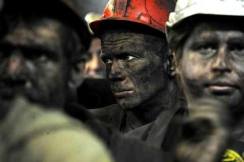 Кабмин выделил 100 млн гривен на долги по зарплате шахтерам