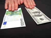 Рубль снижается к доллару и евро на опасениях введения новых санкций США