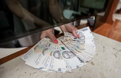 В Кабмине предложили уменьшить налоги на высокие зарплаты
