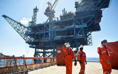 Цена нефти упала ниже отметки в 48 долларов за баррель