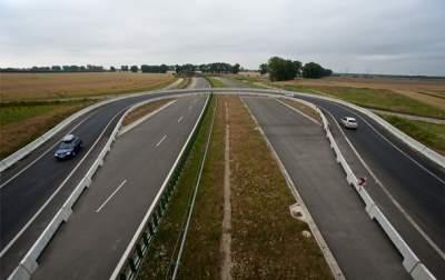 Стало известно, когда в Украине начнут строить первую платную дорогу