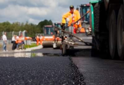 Омелян рассказал, сколько стоит ремонт километра дороги