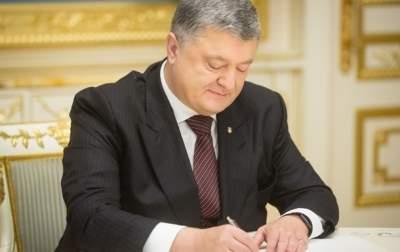 Порошенко подписал продление моратория на продажу сельхозземель