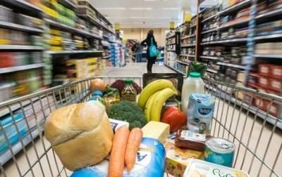 Почти половина всех расходов украинцев приходится на еду