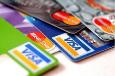 Доля безналичных расчетов платежными картами увеличилась