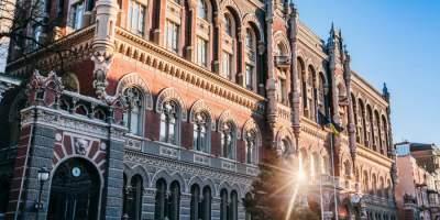 С начала действия закона о валюте украинцы перевели за рубеж €3 млн