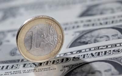 Гривна продолжает укрепляться по отношению к евро и доллару