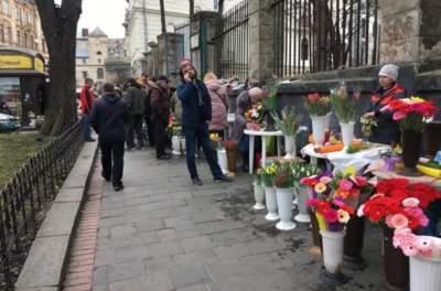 Сколько стоят цветы к 8 марта в Украине