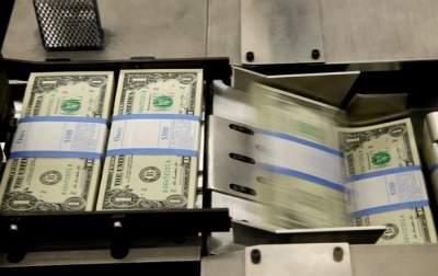 В обменниках начал дешеветь доллар